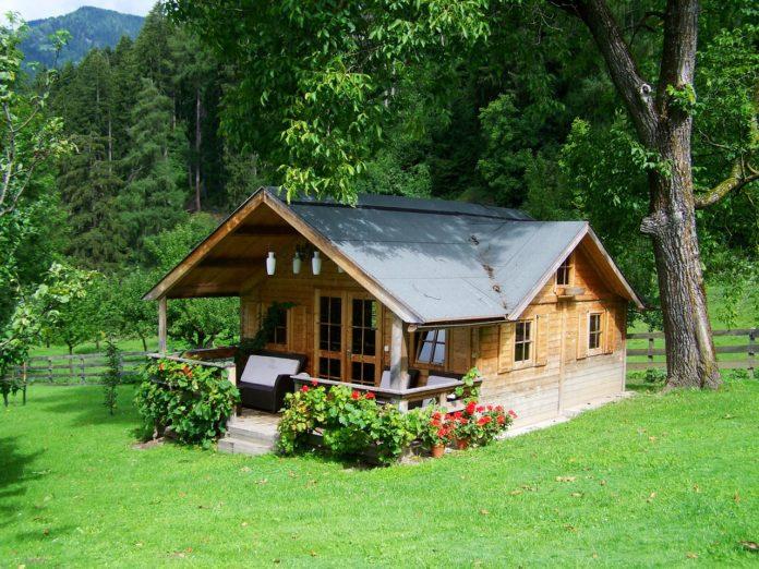 Dom drewniany czy murowany? Zalety i wady obu rozwiązań