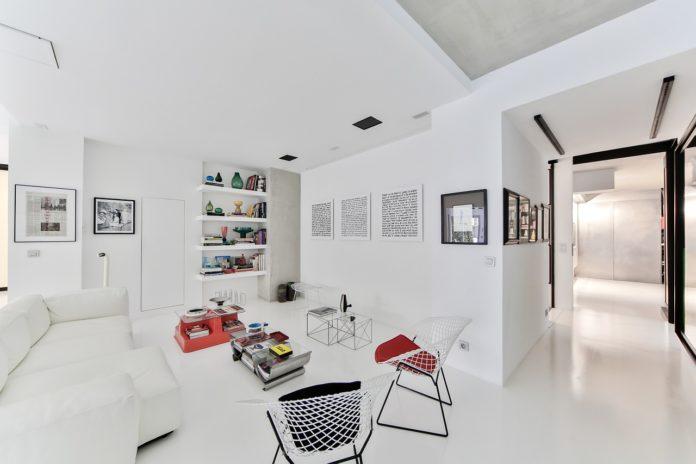 Aranżacja salonu z aneksem kuchennym w stylu skandynawskim